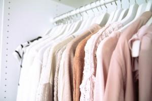 Was ziehe ich heute an - begehbarer Kleiderschrank - Kleidung - Klamotten