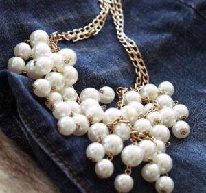 Perlenjeans Perlenkette Jeanshose blogger DIY upcycling