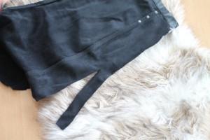 schwarzes Stück Leder