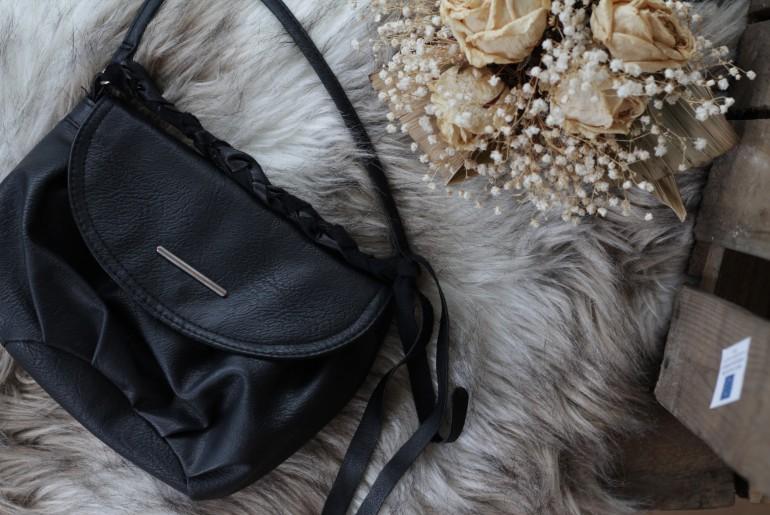 kleine Handtasche schwarz
