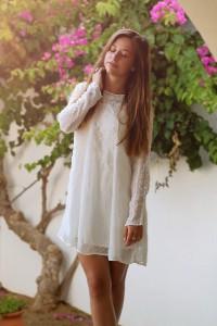 weißes Spitzenkleid Zara Sommerkleid Trend tassel sandalen blogger Fashion Ausgbburg Whitelilystyle