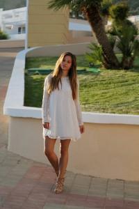 weißes Spitzenkleid sheer dress Schnürsandalen Sommer Trend