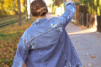 JeansJacke kombinieren oversize ripped Outfitpost Lookbook Blogger Style München Herbst Herbstlook destroyed Dutt Frisur