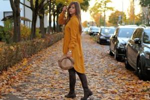 Senfgelbes Oberteil Wie kombiniere ich senflgelbes Kleidungsstück Overknees Outfit Lookbook blogger Fashion Style Augsburg