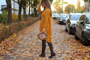Senfgelbes Oberteil Wie kombiniere ich senflgelbes Kleidungsstück Overknees Outfit Lookbook blogger Fashion München Augsburg