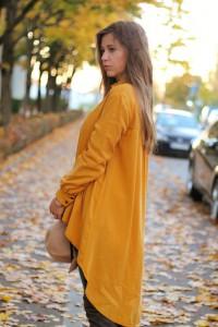 Senfgelbes Oberteil Wie kombiniere ich senflgelbes Kleidungsstück Overknees Lookbook blogger Fashion Style München Augsburg