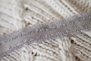 Strickpullover mit Band Schnürung blogger DIY Fashion Upcycling Kordel Herbst Trend Augsburg
