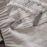 Strickpullover mit Band Schnürung blogger DIY Fashion Upcycling Kordel Herbst Trend grau weiß