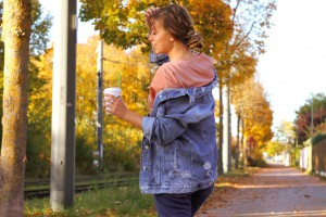 JeansJacke kombinieren oversize ripped Outfitpost Lookbook Blogger Style München Herbst Herbstlook Dutt Frisur Hairstyle