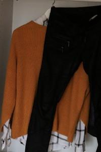 Lederhose Essentials Herbst Pullover Hemd unter einem Statement pulllover fashion Tipps Shopping