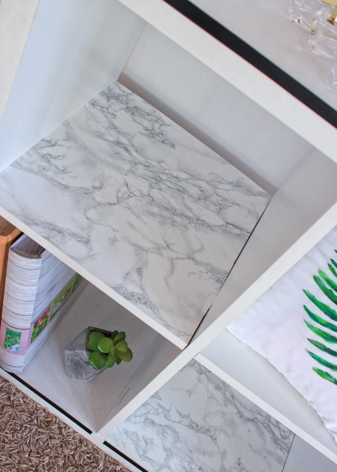 Marmor Möbelstück bekleben Interior Kallax Schrank Ikea Wohnzimmer vreschönern