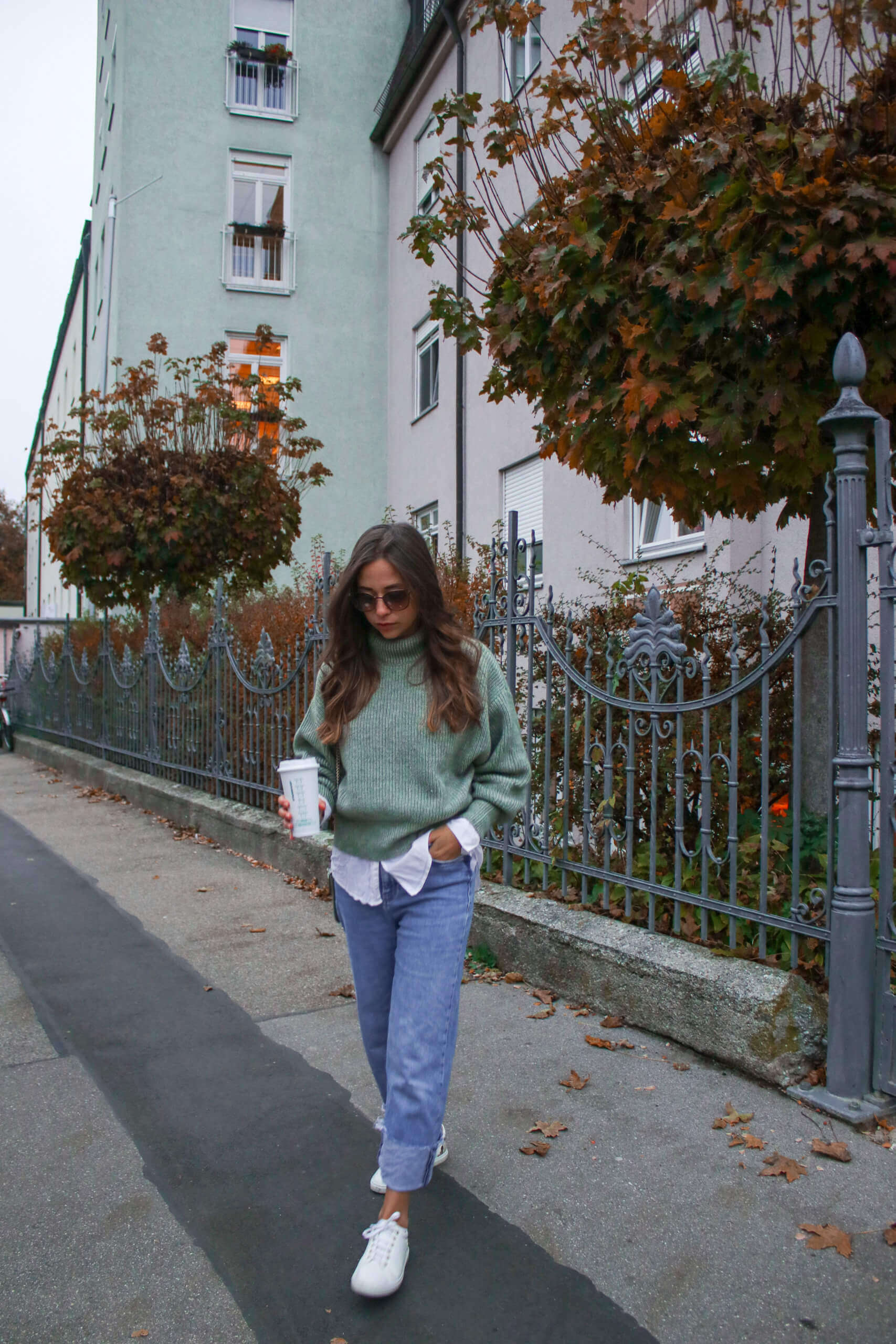 Layering Look - Bluse unter Pullover kombinieren