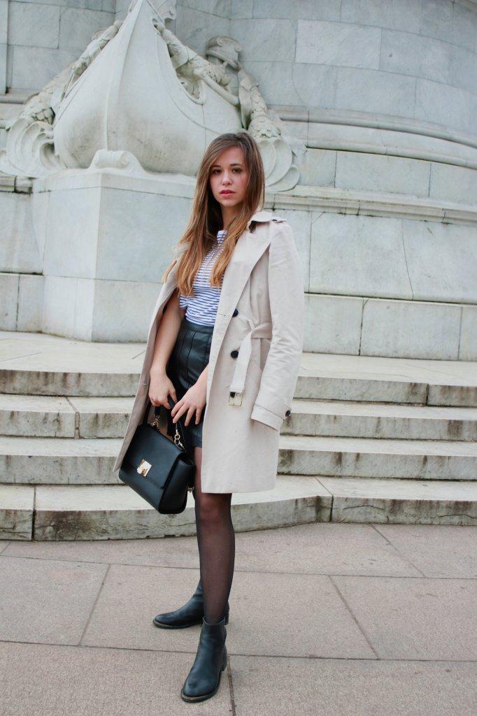 Trenchcoat kombinieren klassischer mantel stylen mit strumpfhose blogerdeutschland fashion style blog Augsburg München Zweireiher Coller styling tipps