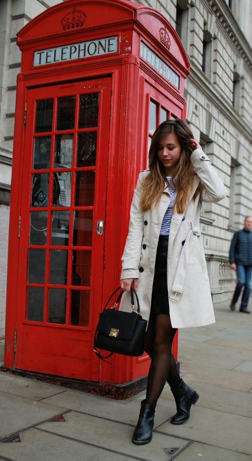 Beiger Trenchcoat – Wie style ich den Mantelklassiker mit Strumpfhose