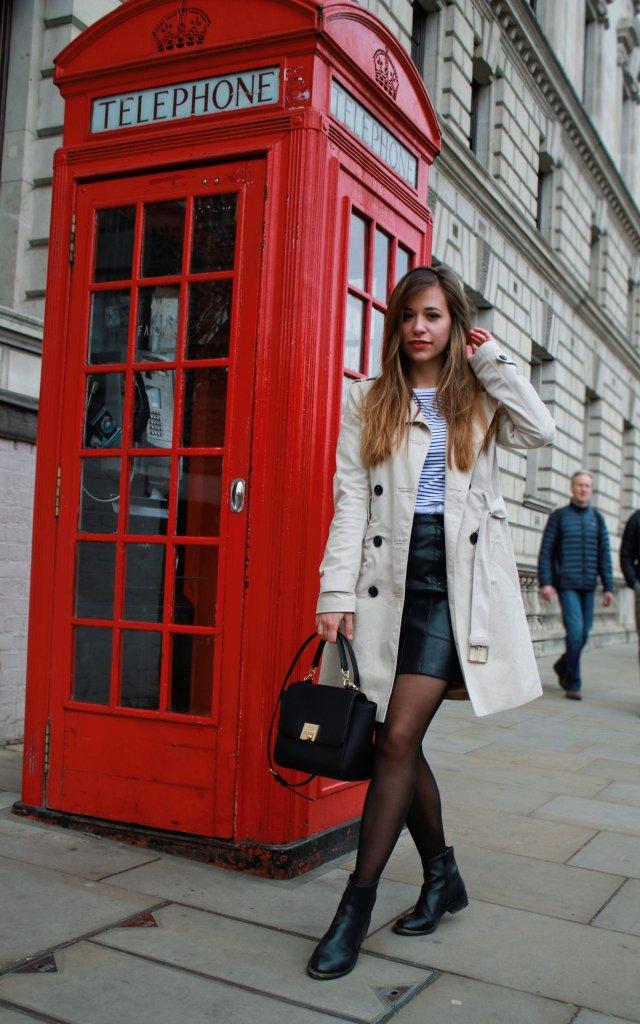 Beiger Trenchcoat kombinieren klassischer mantel stylen mit strumpfhose blogerdeutschland fashion style blog Augsburg bavaria münchen whitelilytsyle