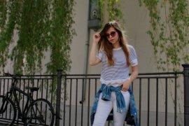 maritimer Look marine stil style gestreift streifen weiß navy shirt jeansjacke weiße hose outfit lookbook blogger deutschland trend