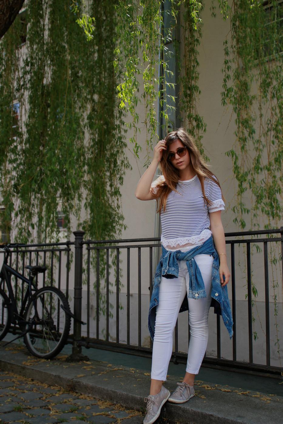 maritimer Look marine stil style gestreift streifen weiß navy shirt jeansjacke weiße hose outfit lookbook blogger deutschland trendreport