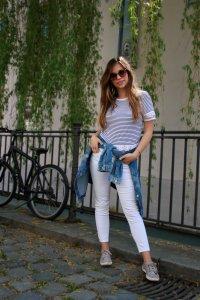 maritimer Look marine stil style gestreift streifen weiß navy shirt jeansjacke weiße hose outfit lookbook blogger deutschland outfit of the day