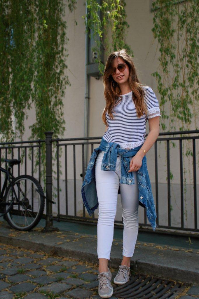 maritimer Look marine stil style gestreift streifen weiß navy shirt jeansjacke weiße hose outfit lookbook blogger deutschland streetstyle