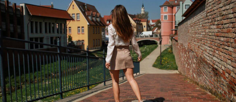 Monatsrückblick Mai beiger kurzer Rock mit Knopfleiste kombinieren brauner rock cremefarbene bluse blogger styling tipps mode blog fashion blog deutschland bavaria münchen style travelblogger city