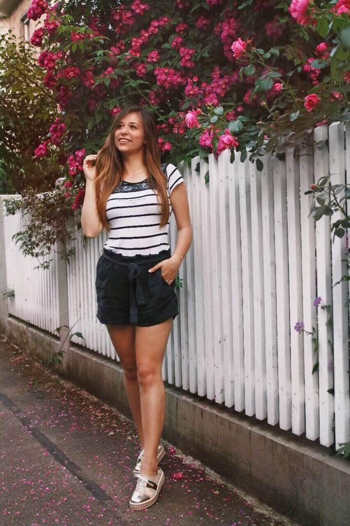 Styling Idee: Kurze Stoff-Shorts mit Schleife zum binden
