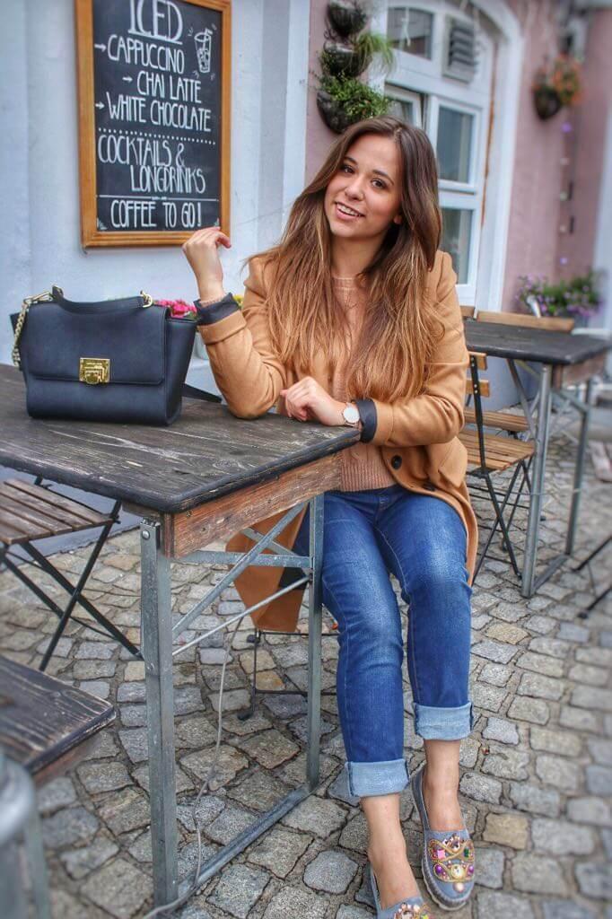 Übergangsjacke brauner Wollmantel mit zweireihiger Knopfleiste Mäntel und Jacken Herbst Bürooutfit bürolook blogger deutschland