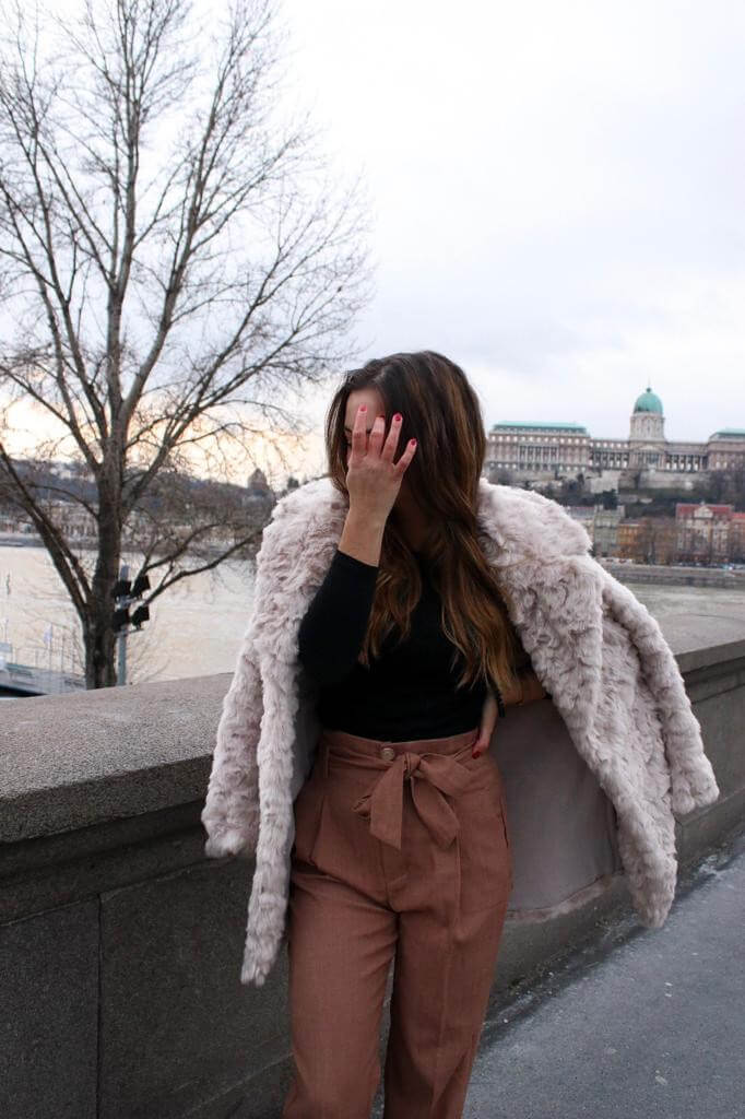 Style Street Style ootd Outfit inspiration Trend Modetrend Fake Fur Felljacke blogger Fashion blog Whitelilystyle lookbook