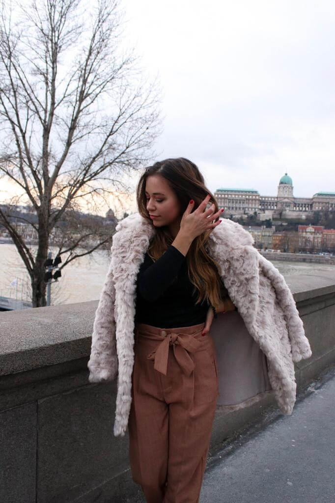 Style Street Style ootd Outfit inspiration Trend Modetrend Fake Fur Felljacke blogger Fashion blog Whitelilystyle