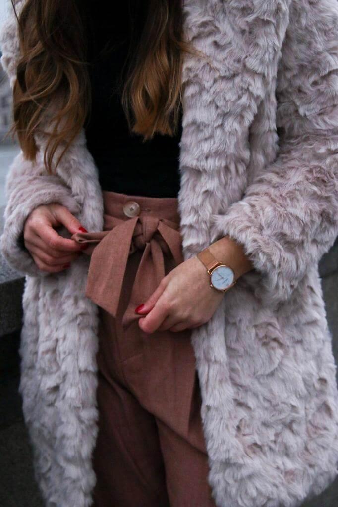 Style Street Style ootd Outfit inspiration Trend Modetrend Fake Fur Felljacke blogger Fashion blog Whitelilystyle München bavaria