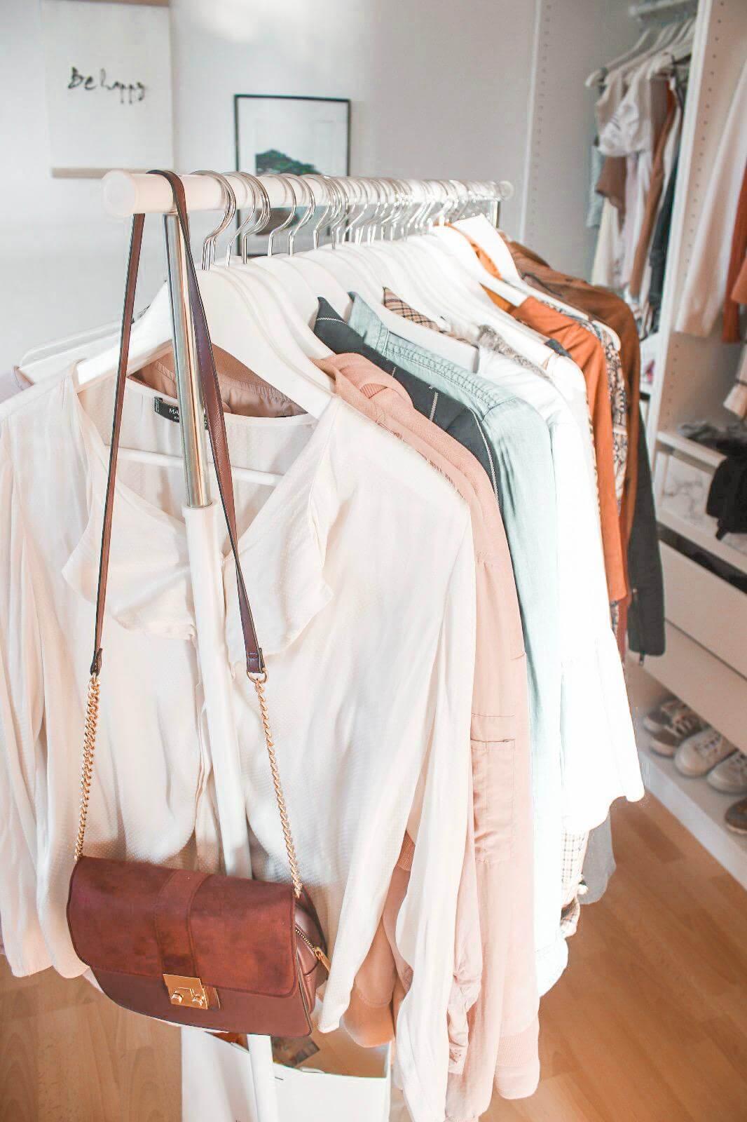 Im Kleiderschrank Ordnung schaffen - Was ziehe ich heute an