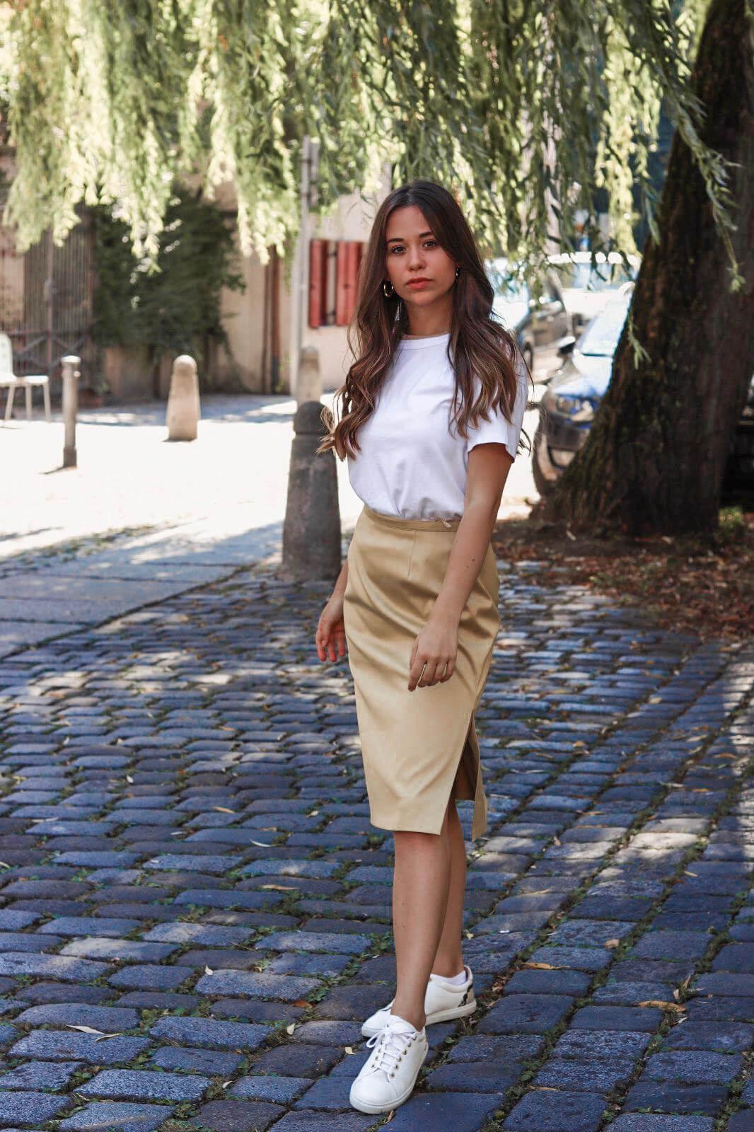Outfit mit goldenem Rock – wie kombiniere ich den goldenen Midirock