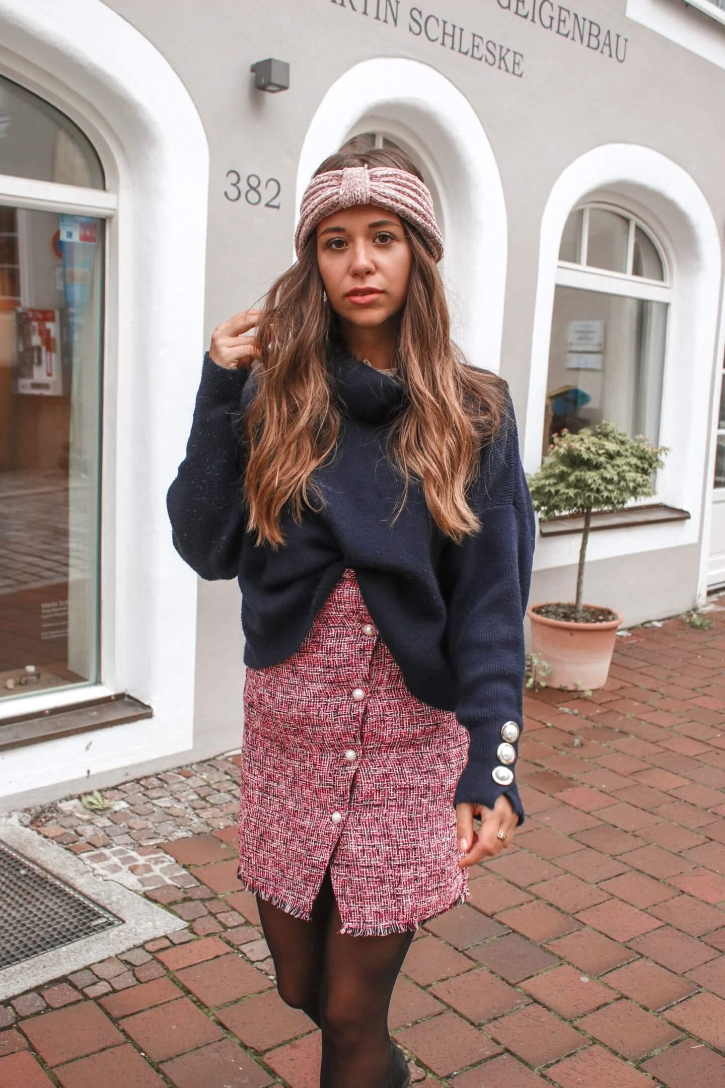 Herbst OOTD – Tweed Kleid mit Pullover kombinieren