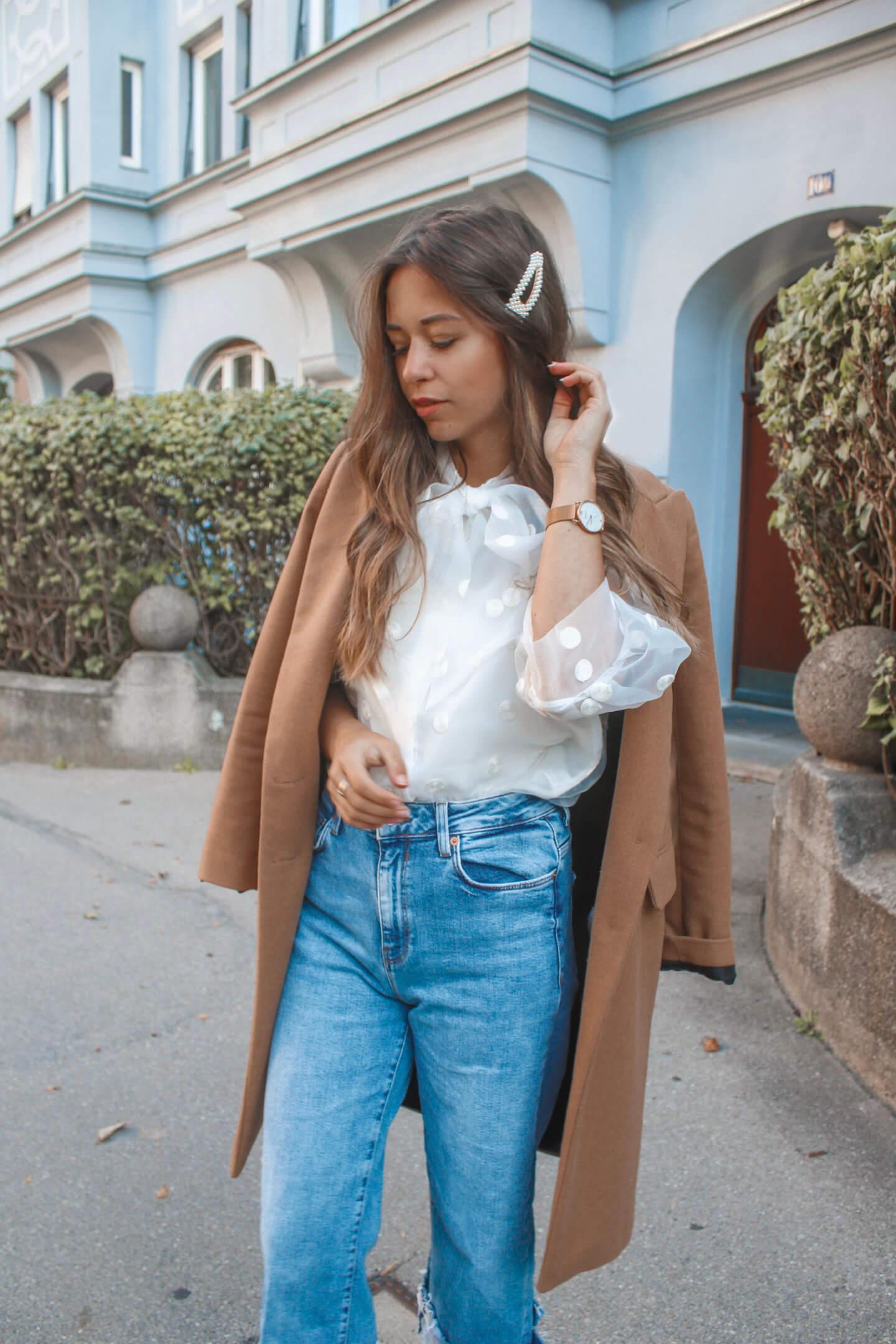 Punktgenau! Outfit mit gepunkteter transparenter Organzabluse
