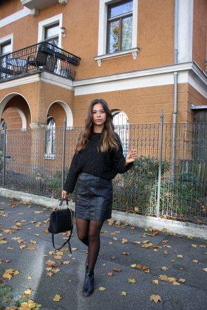 All Black Outfit– so stylen wir einen Look mit schwarzen Kleidungsstücken