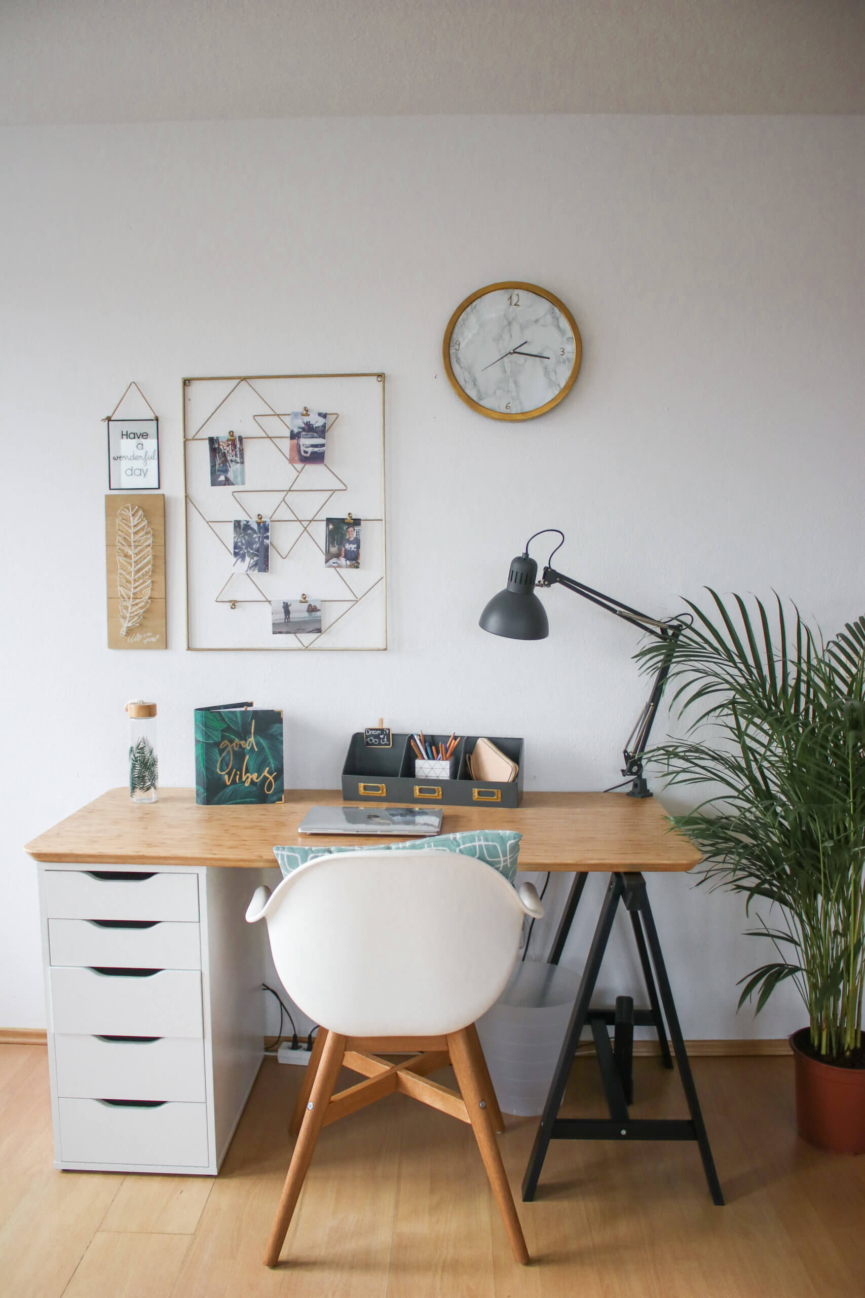 Schreibtisch Diy Idee Um Einen Ikea Schreibtisch Selber Zu Bauen Whitelilystyle