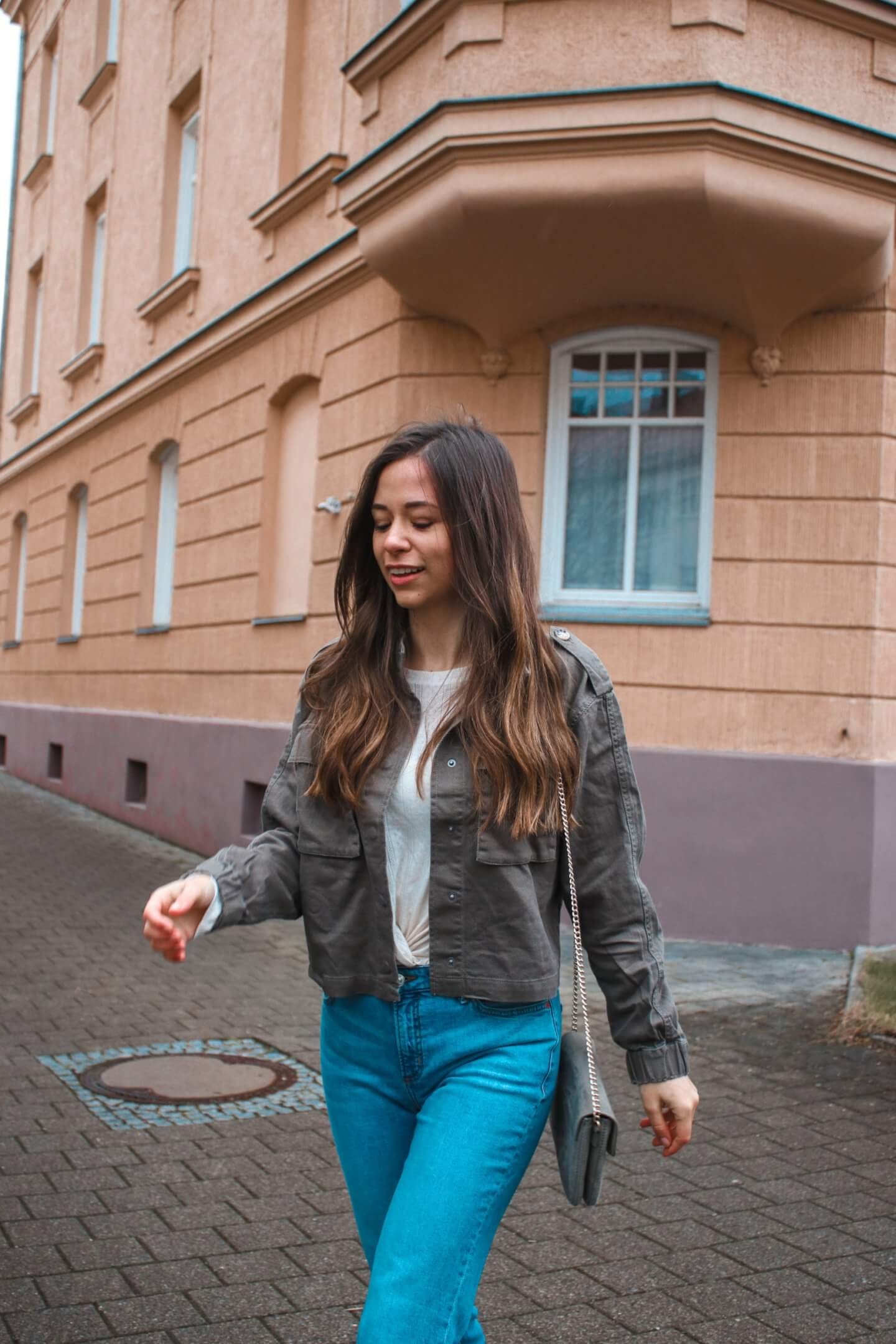 All shades of green - Outfit Inspiration mit grüner Utility Jacke