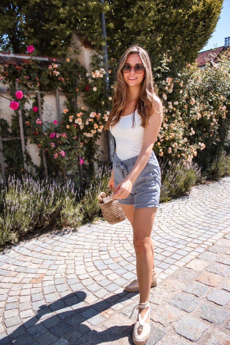 Stylisch aussehen mit wenig Geld – ein Sommerbasic Outfit