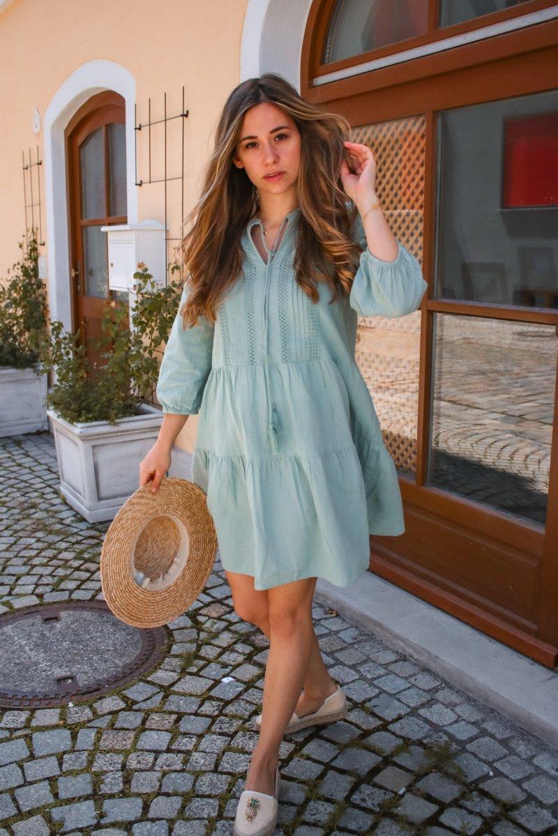 Was anziehen bei Hitze – Mit diesen 4 Kleidern bleibst du im Sommer kühl