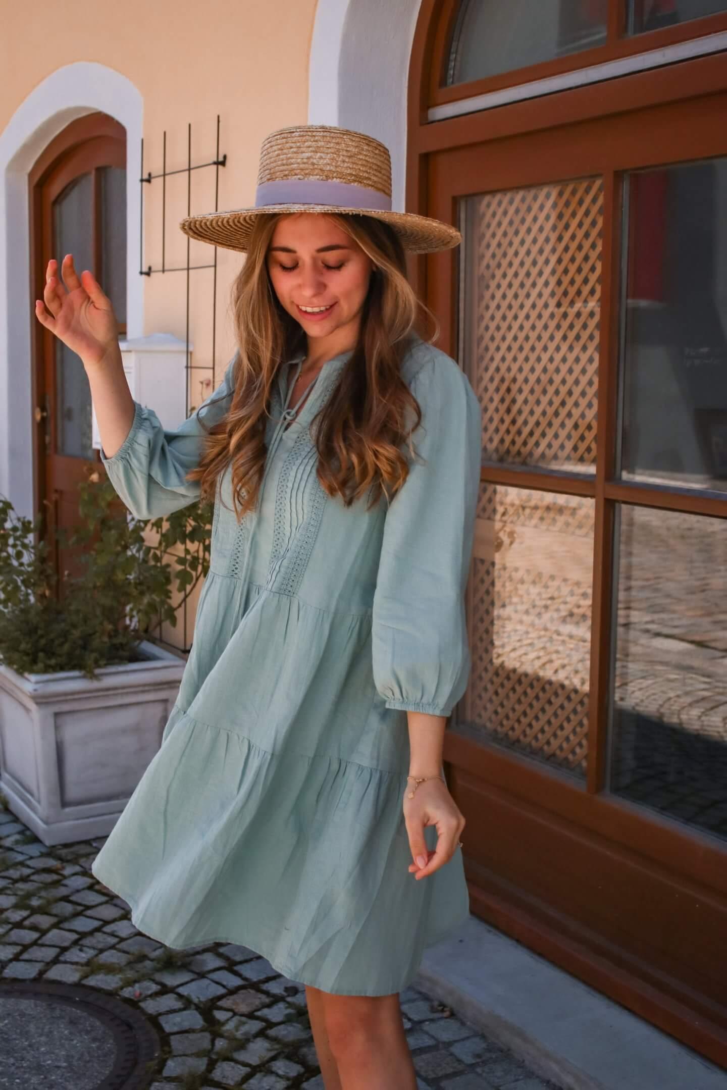 Was anziehen bei Hitze - Mit diesen 4 Kleidern bleibst du im Sommer kühl