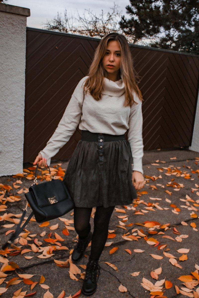 Schick im Winter – Rock im Winter kombinieren & mein Outfit mit Strumpfhose, Rollkragen Pullover und Rock