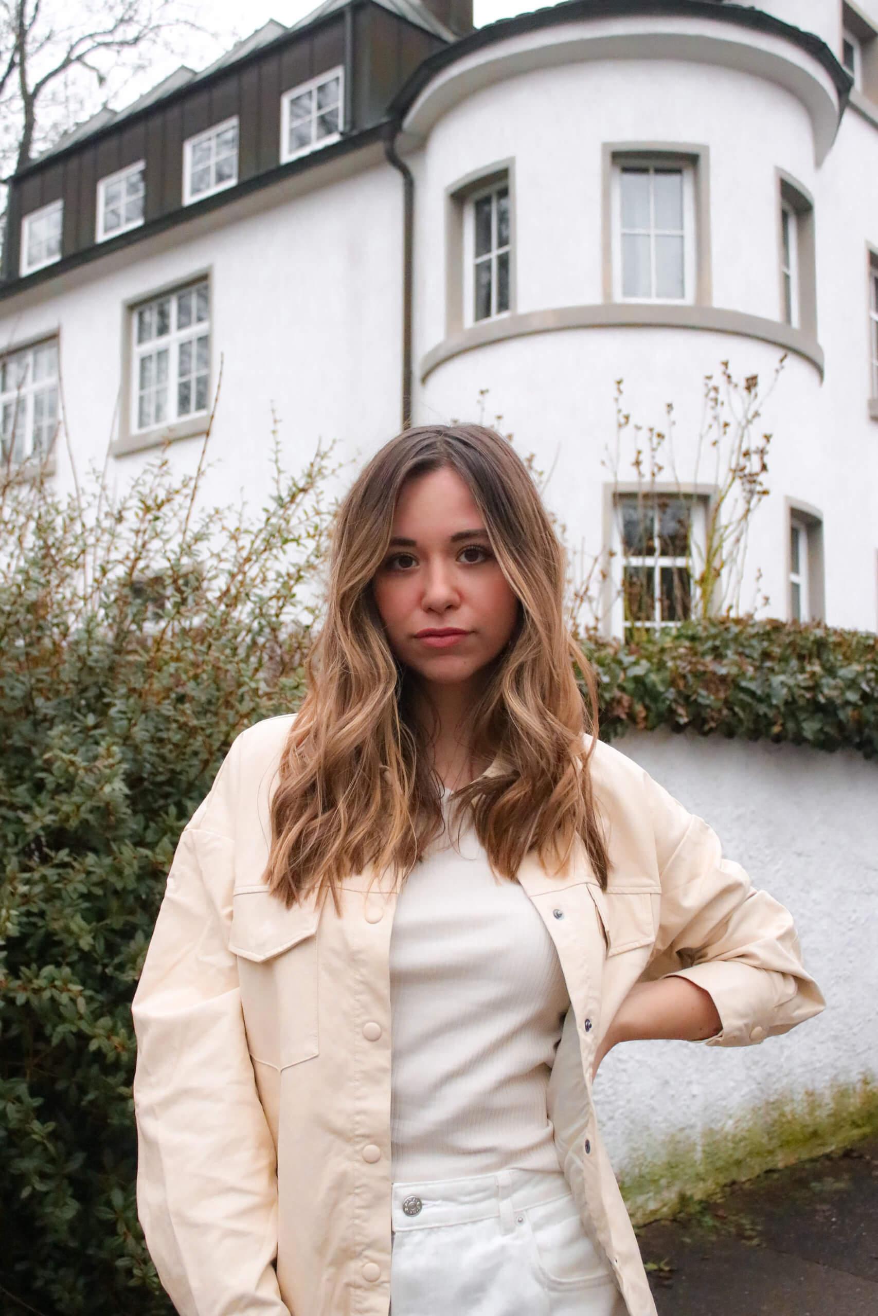Outfit mit Lederhemd – So kombinieren wir das Fashionhemd in Lederoptik