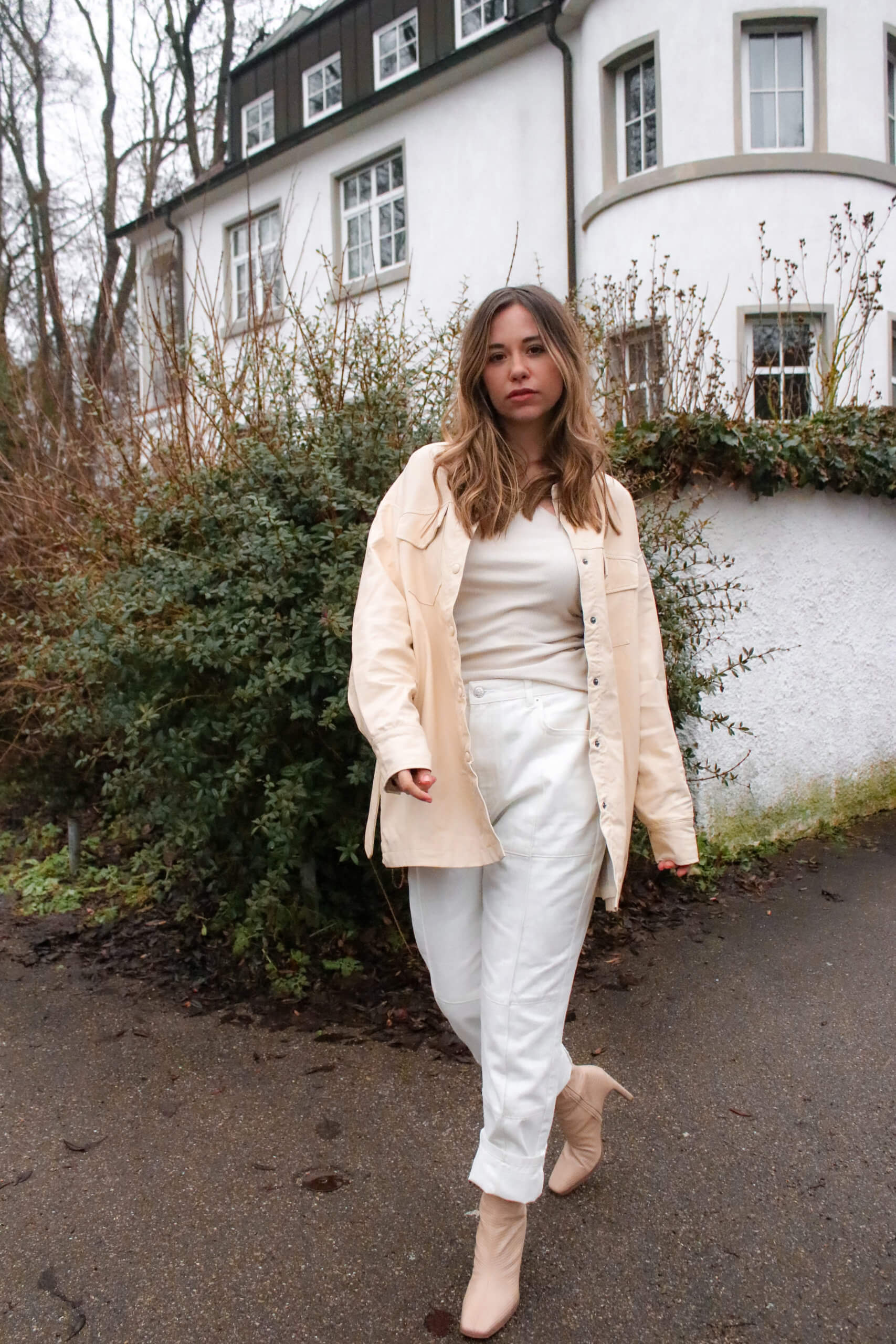 Outfit mit Lederhemd - So kombinieren wir das Fashionhemd in Lederoptik