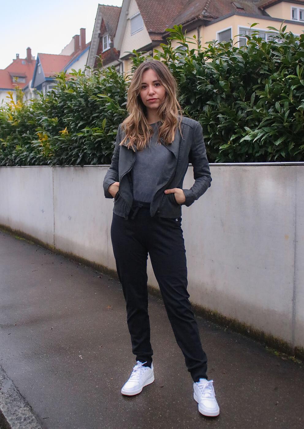 Street Style -Mein Outfit mit Lederjacke und Jogginghose