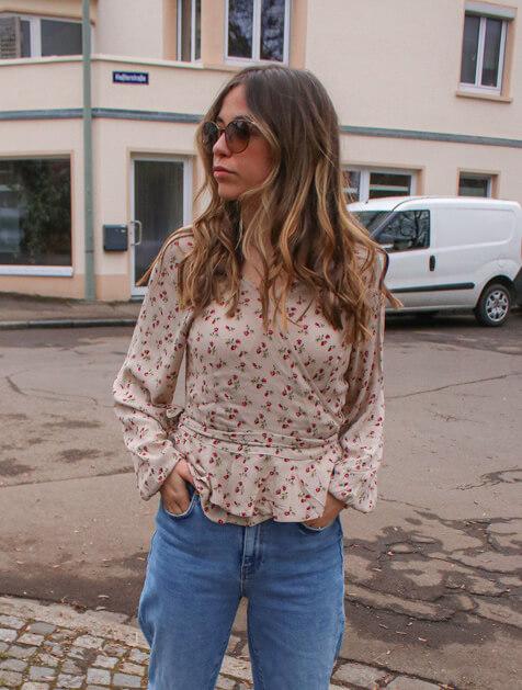 Blumenmuster kombinieren – so stylst du den Modetrend im Frühling und wie ich eine geblümte Bluse kombinieren