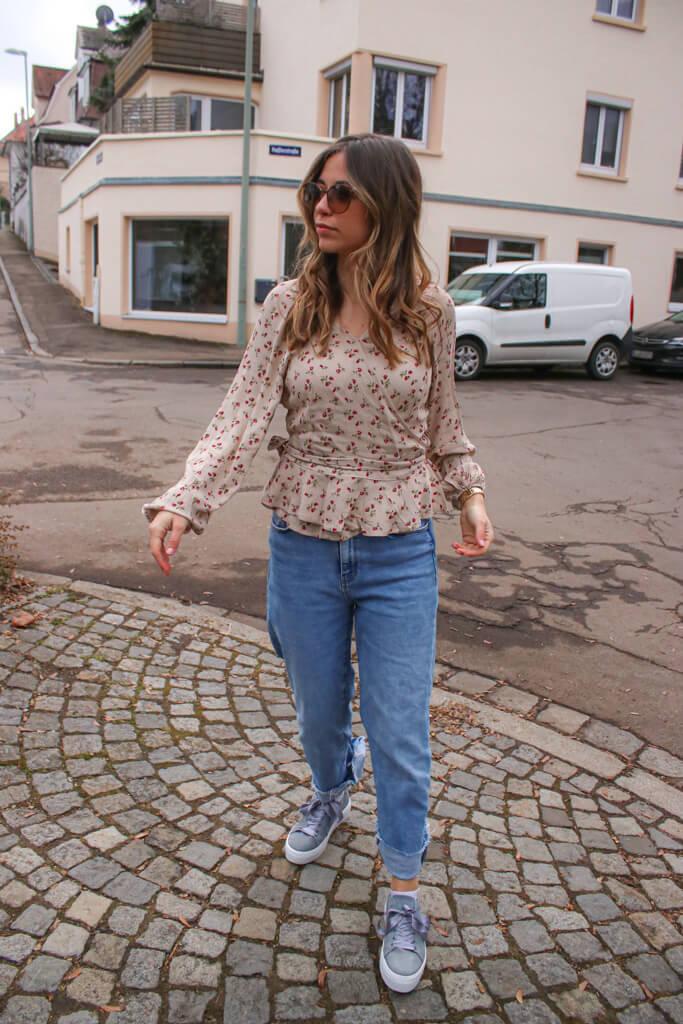 Blumenmuster kombinieren - so stylst du den Modetrend im Frühling und wie ich eine geblümte Bluse kombinieren