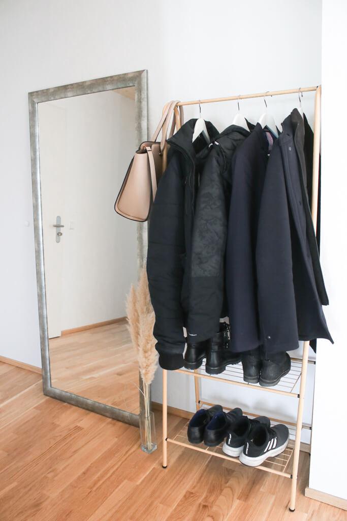 Schmalen Flur gestalten & dekorieren - ein schmaler Schuhschrank und Garderobe für einen kleinen Flur