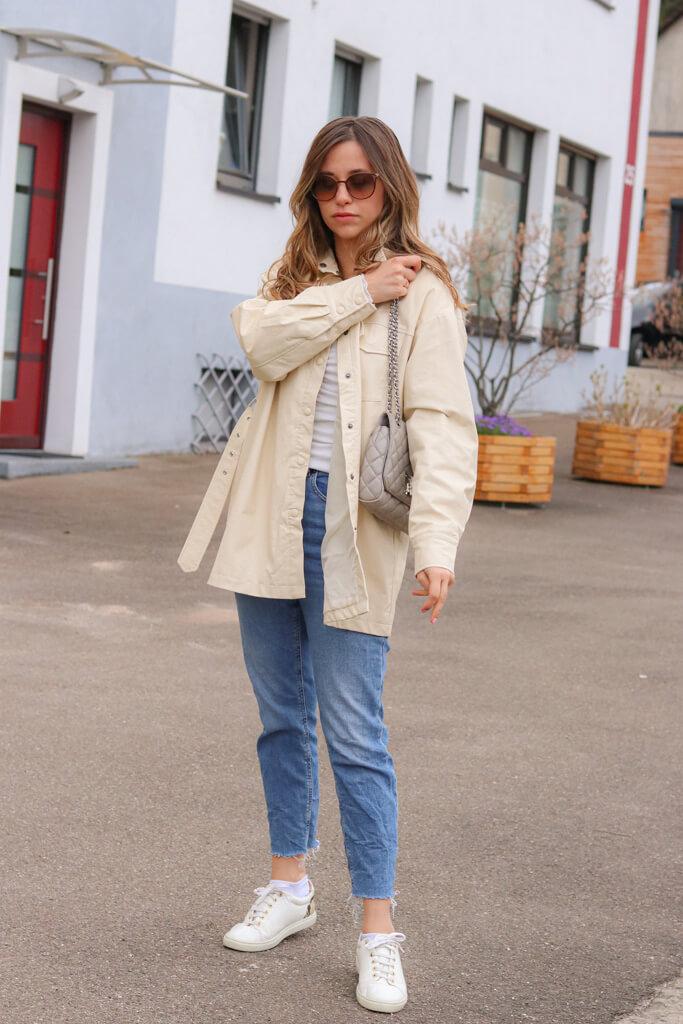 Beige Jacke kombinieren - Welche Farbe passt zur beigen Hemdjacke?
