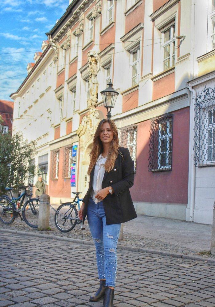 Oversized Blazer Trend 2018 schwarzer Blazer Jacke mit goldenen Knöpfen Outfit blog style fashion